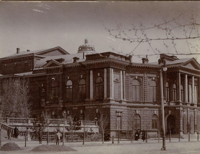 Отделочные работы перед открытием Нахичеванского городского театра.  1898