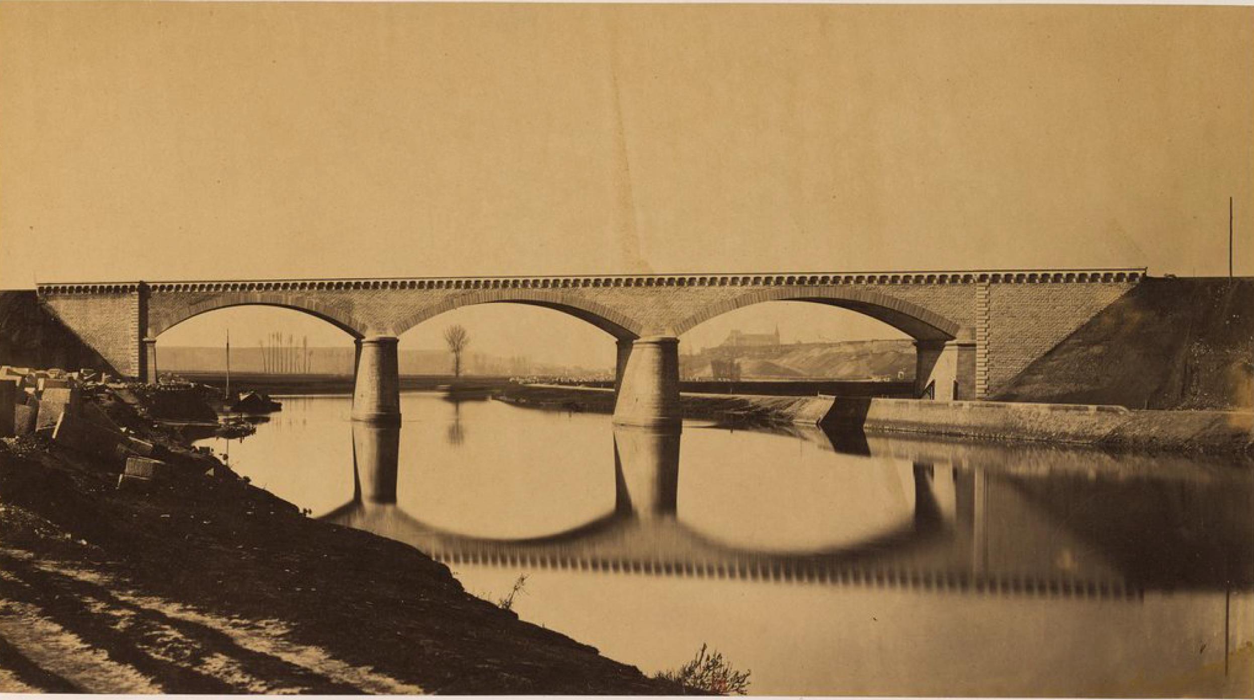 Мост через Уазу возле Крей