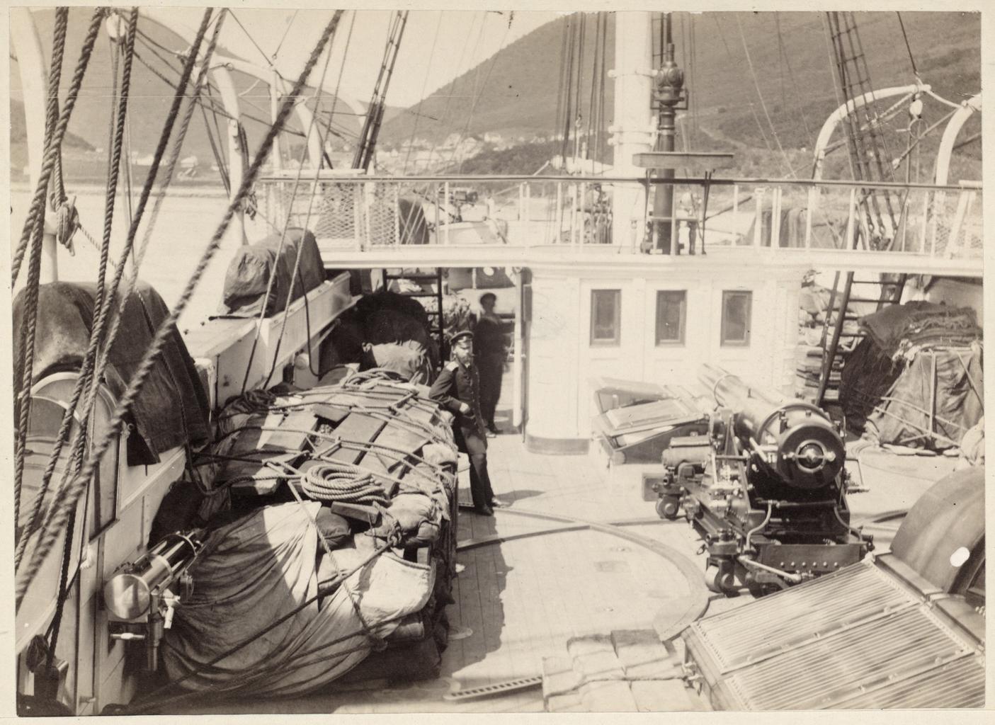 Правая сторона шханцев с грузом Анадырской экспедиции