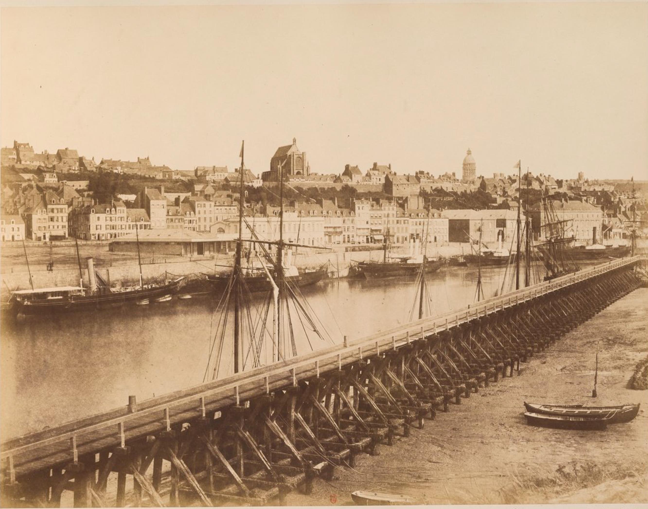 Общий вид на порт и город Булонь