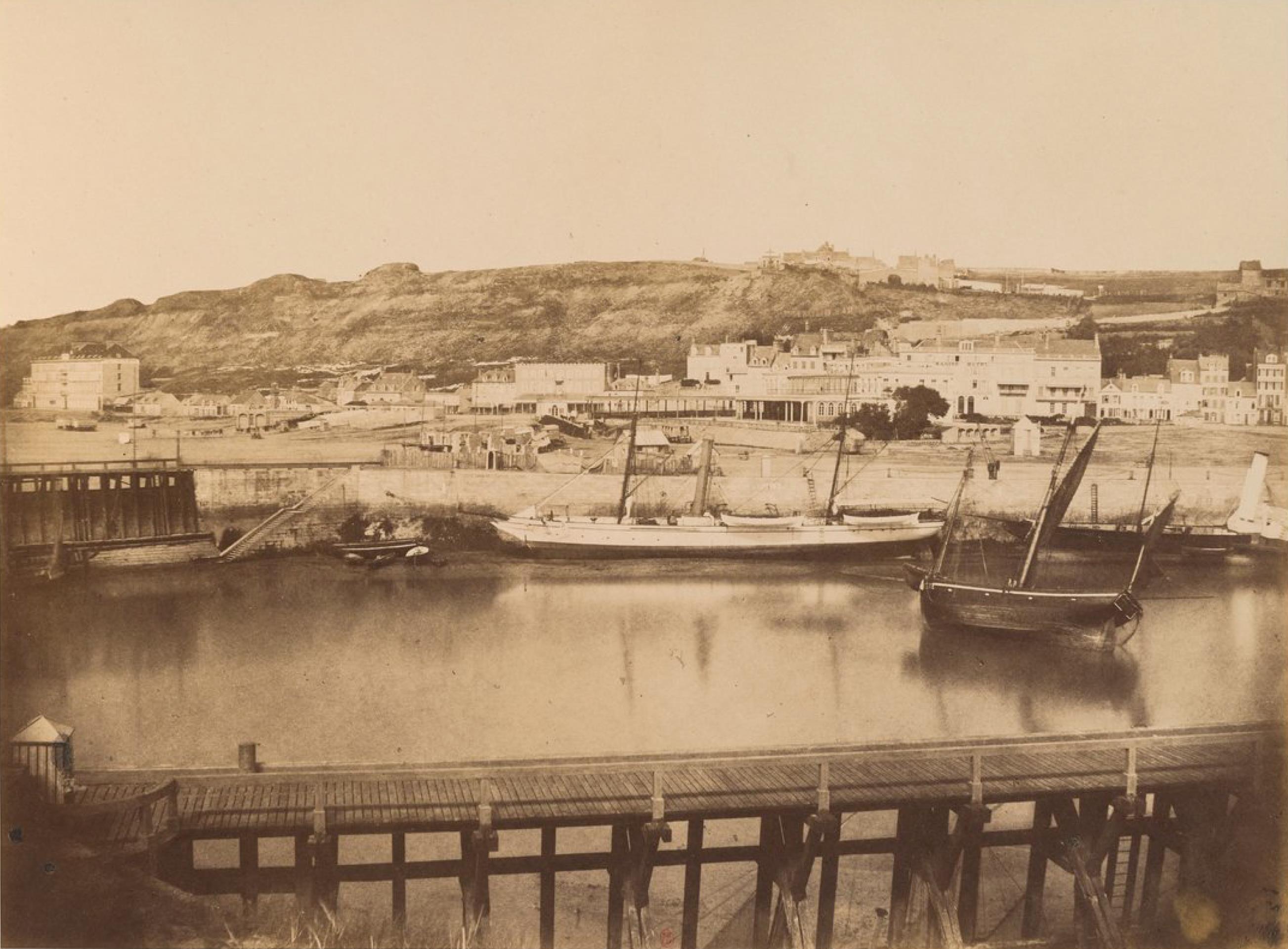 Вид на яхты «Ариэль» и «Британика» в порту Булонь