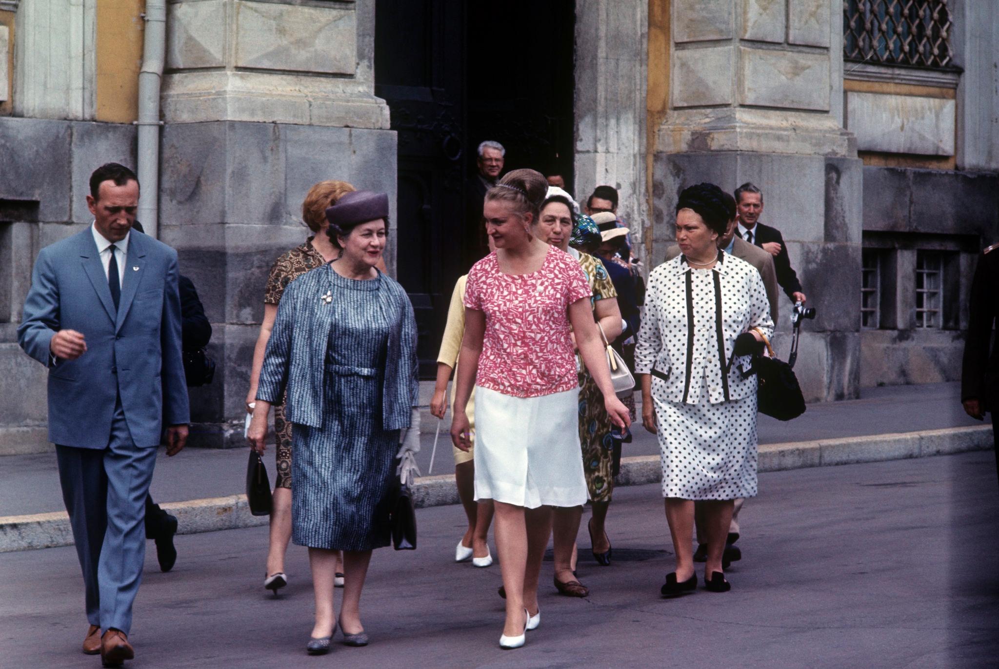 Ивонна де Голль, супруга президента Франции у Оружейной палаты