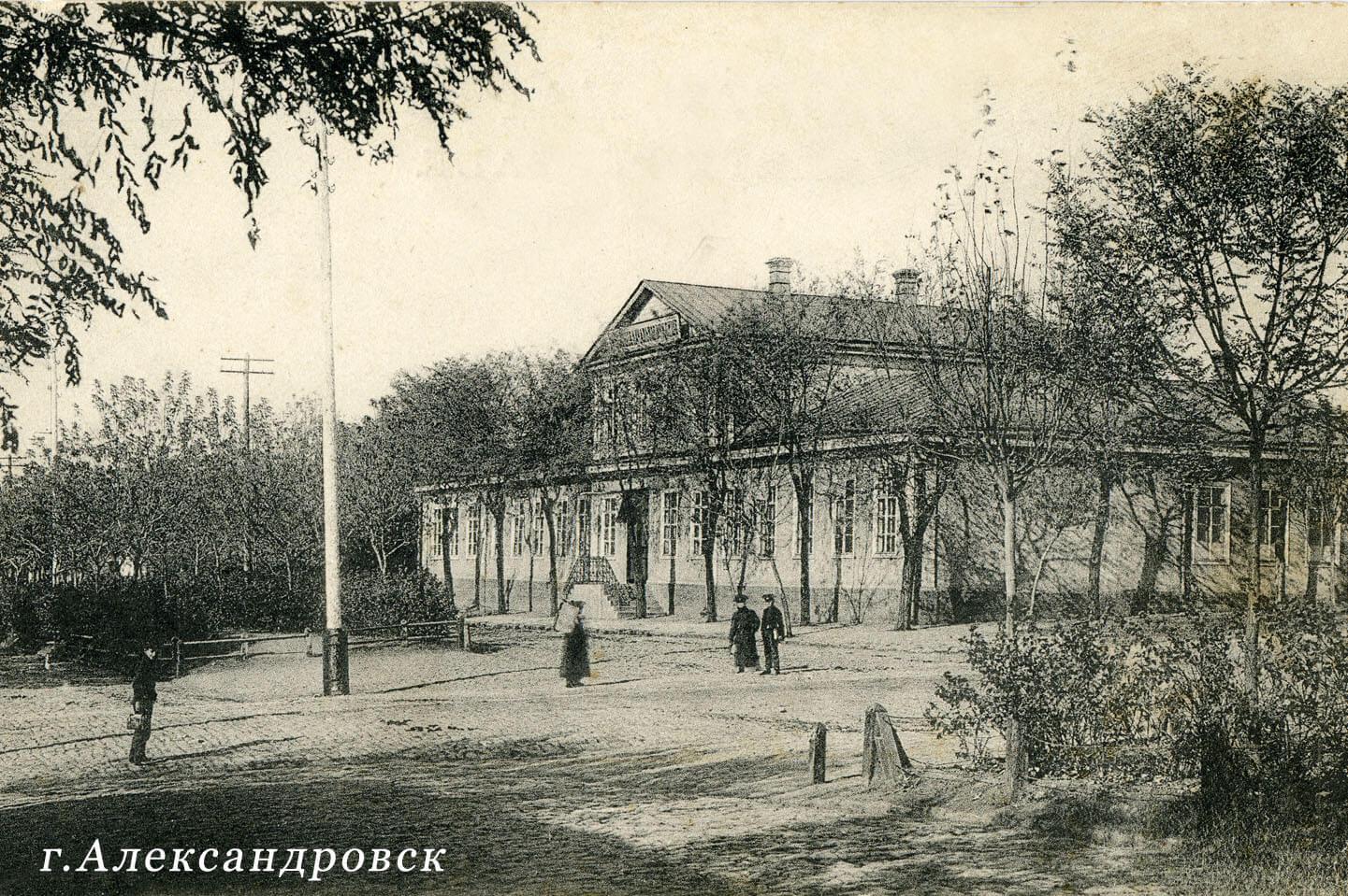 Высшее начальное училище на Гоголевской улице
