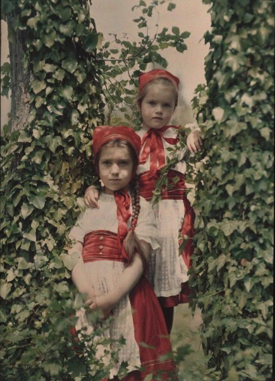 1910. Коля и Таня Козаковы. Ялта.