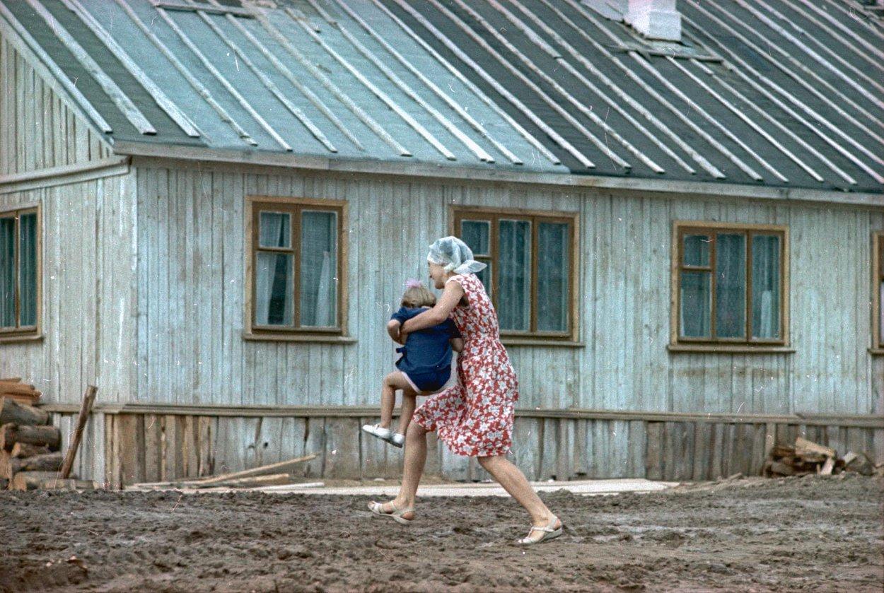В поселке. Архангельская обл., Холмогорский р-н, пос. Луковецкая База1