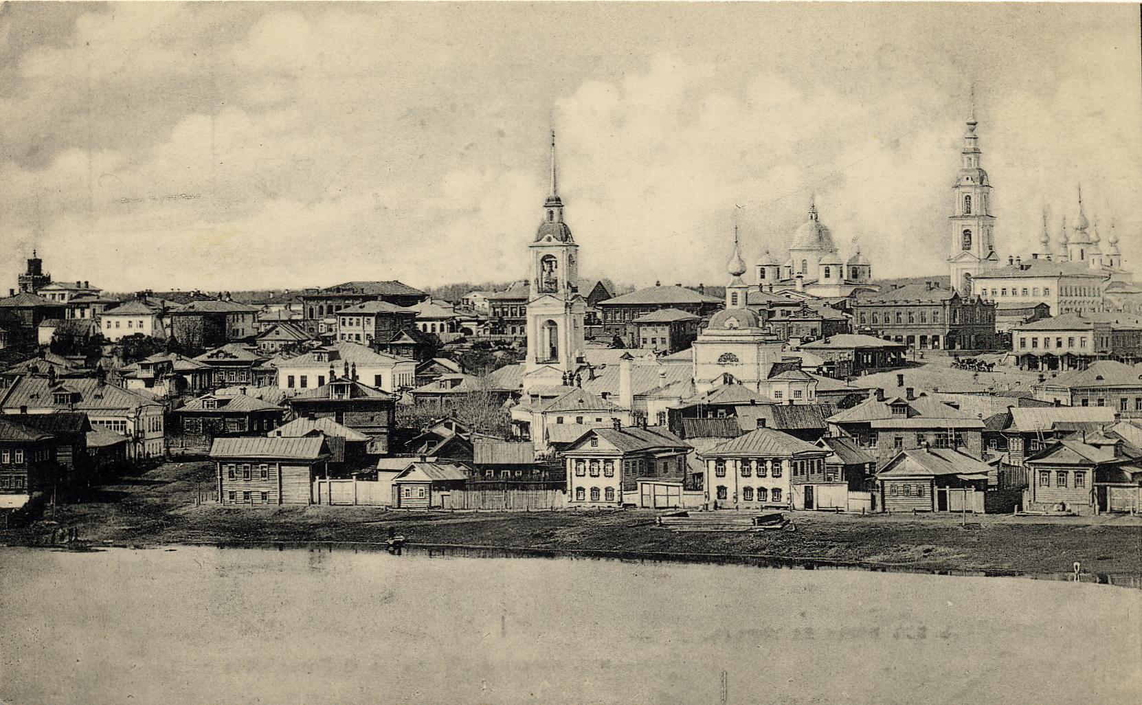 Вид из рощи на город