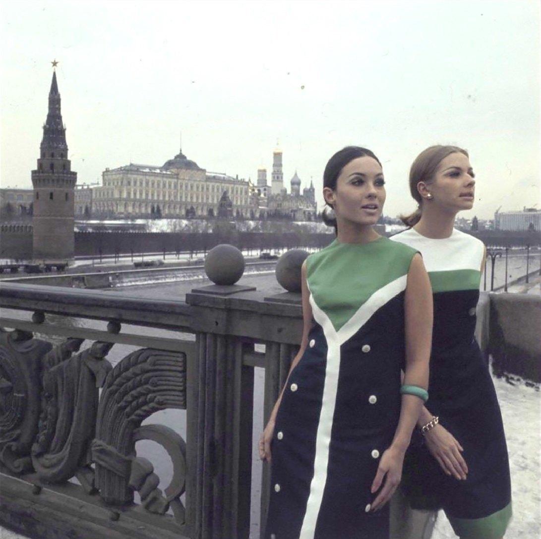 Модели на Большом Каменном мосту