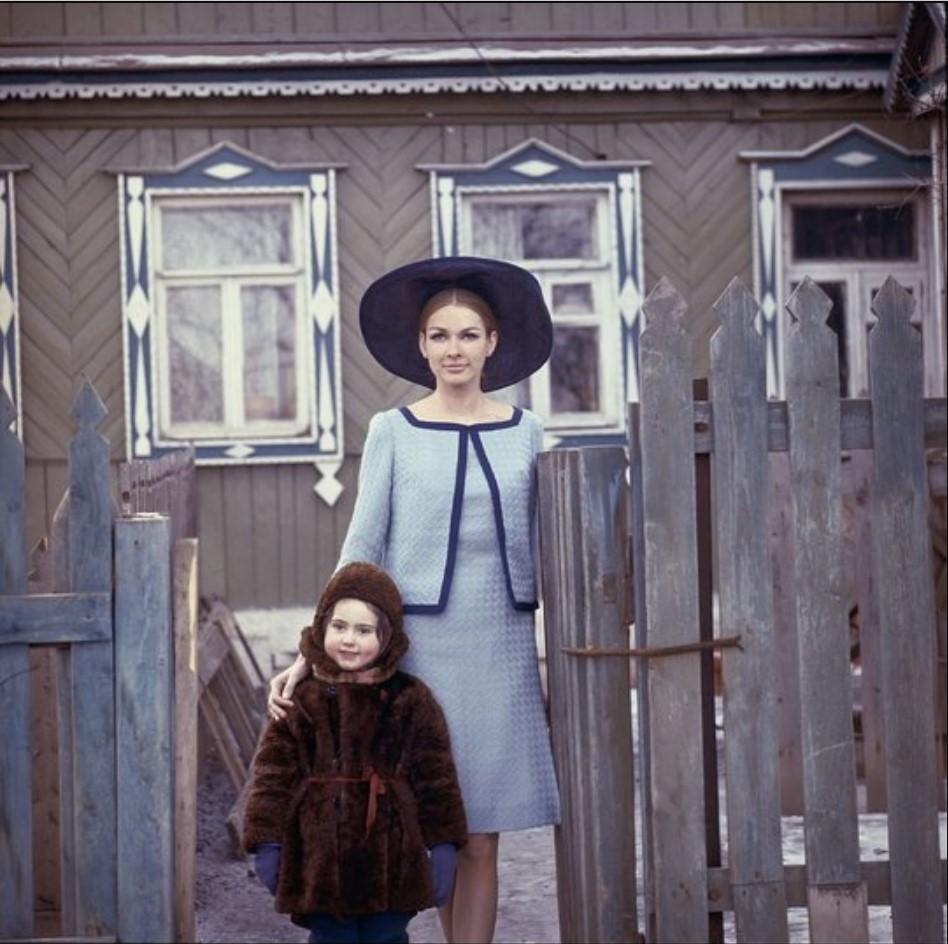 Модель с ребенком в окрестностях Москвы