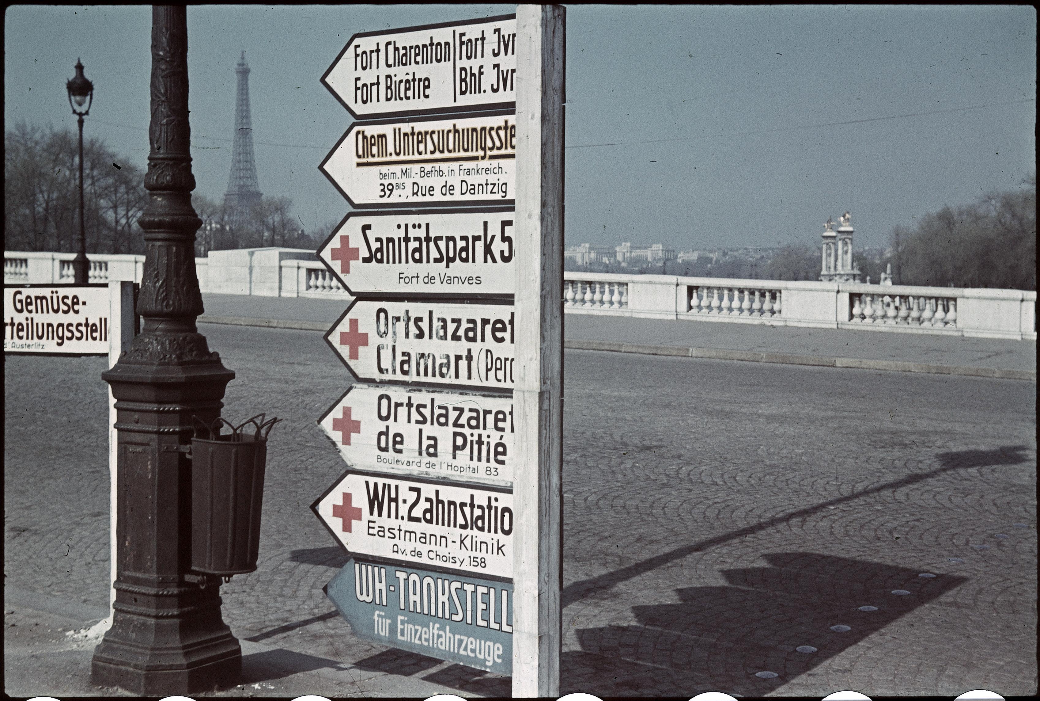 Немецкие указатели на площади Согласия
