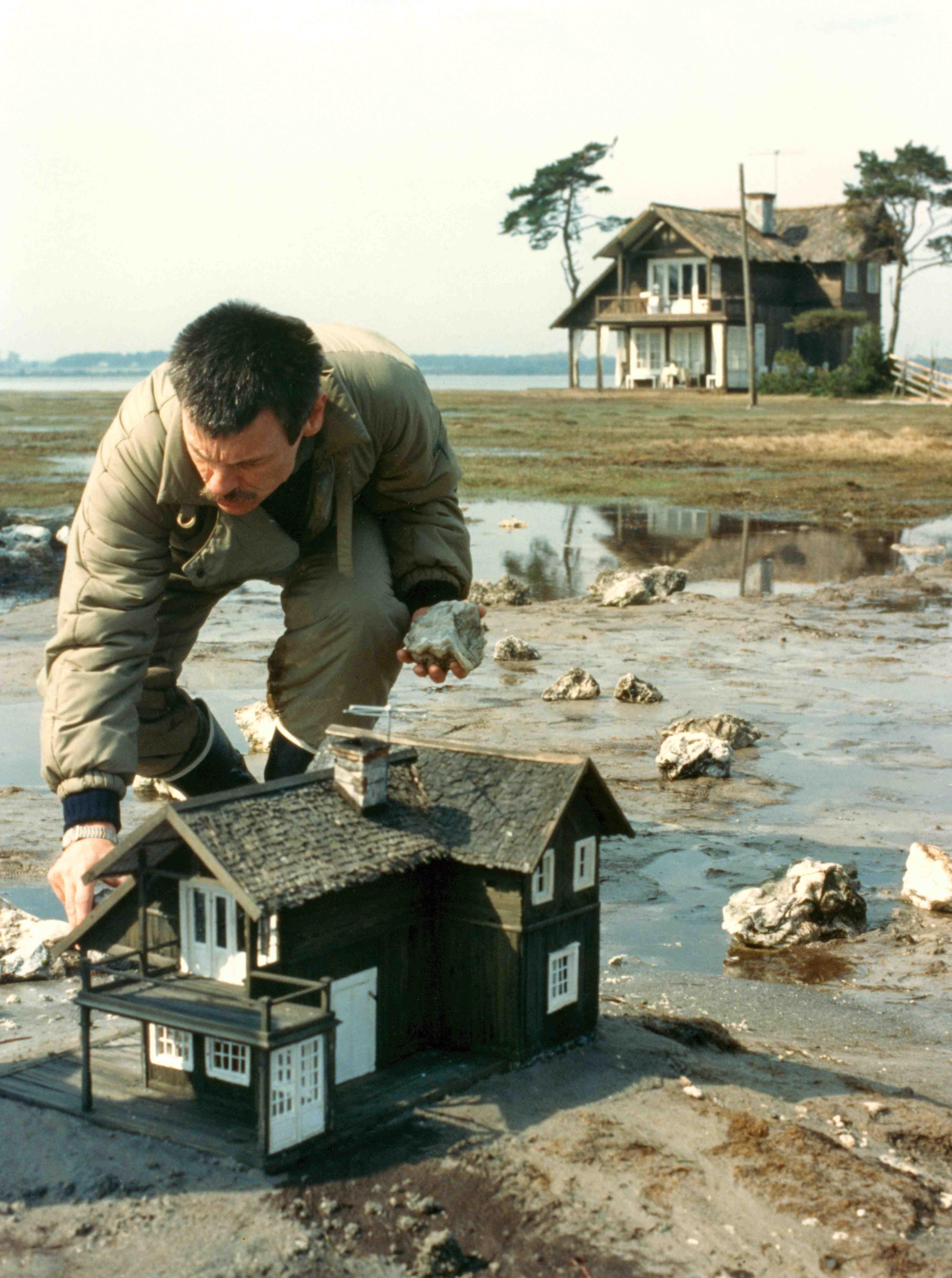 Подготовка сцены на съемках фильма «Жертвоприношение». 1986