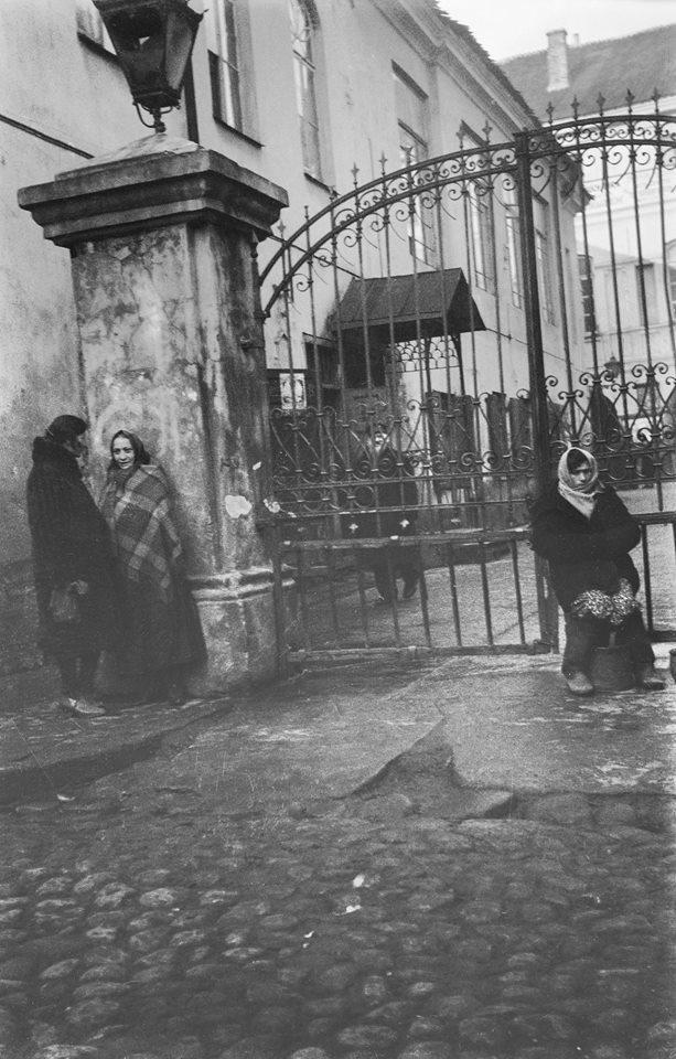 1933. У ворот Большой синагоги