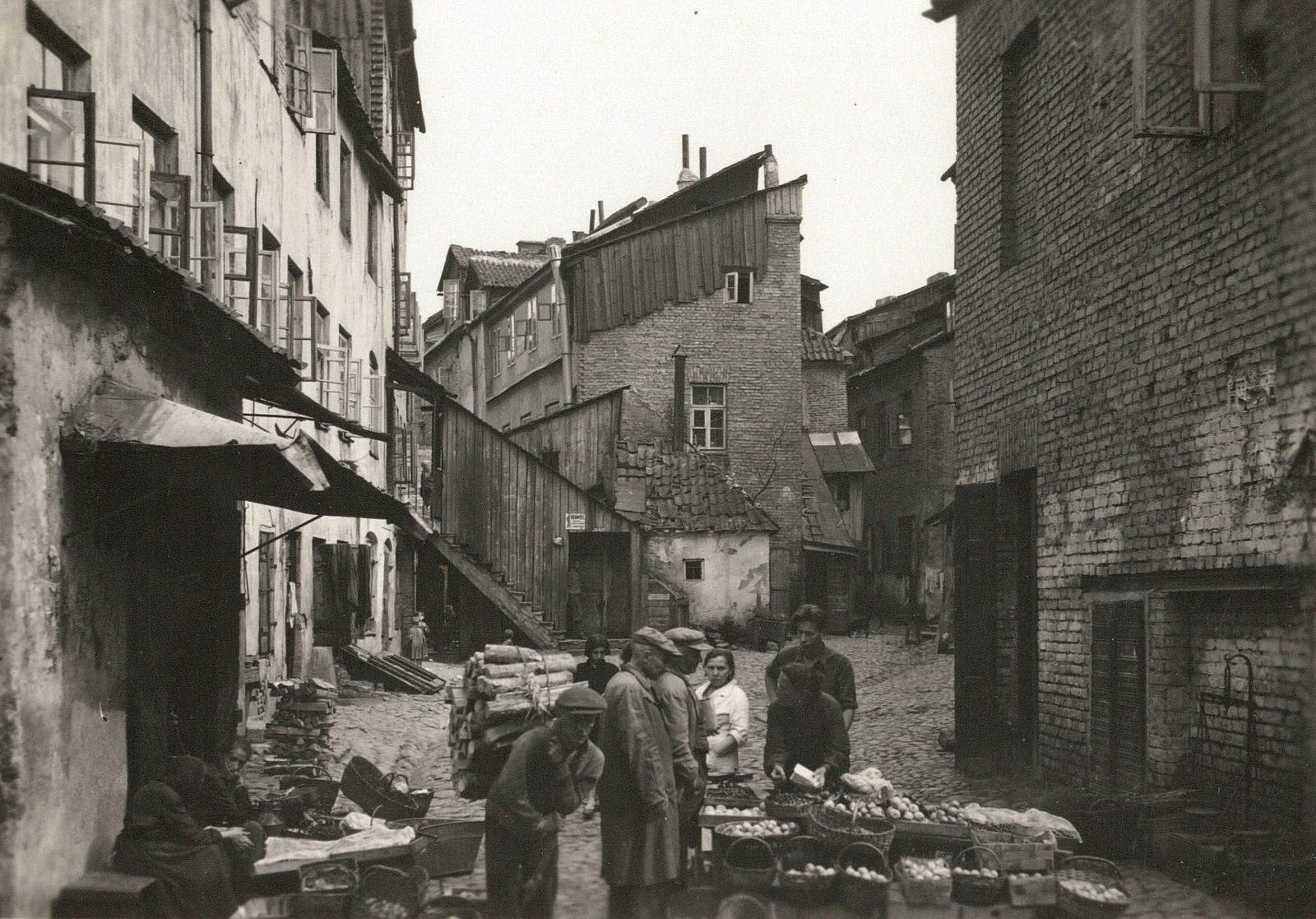 1940. Торговцы еврейского квартала
