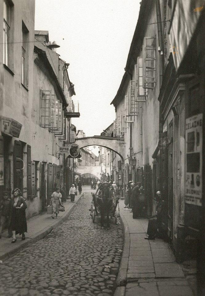 1940. Улица Антокольского