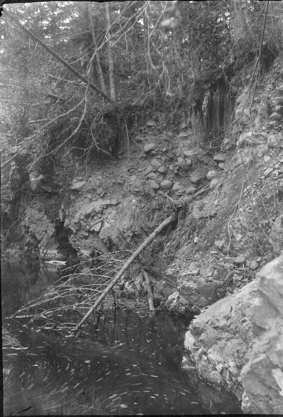 Наносы реки Сучан, лежащие на метаморфических породах