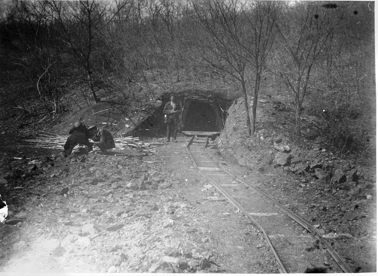 Павлов М. А. у входа в шахту