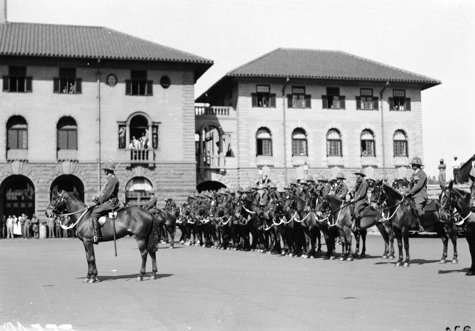 Южно-Африканский Союз. Претория. Военные перед началом парада в ожидании прибытия губернатора