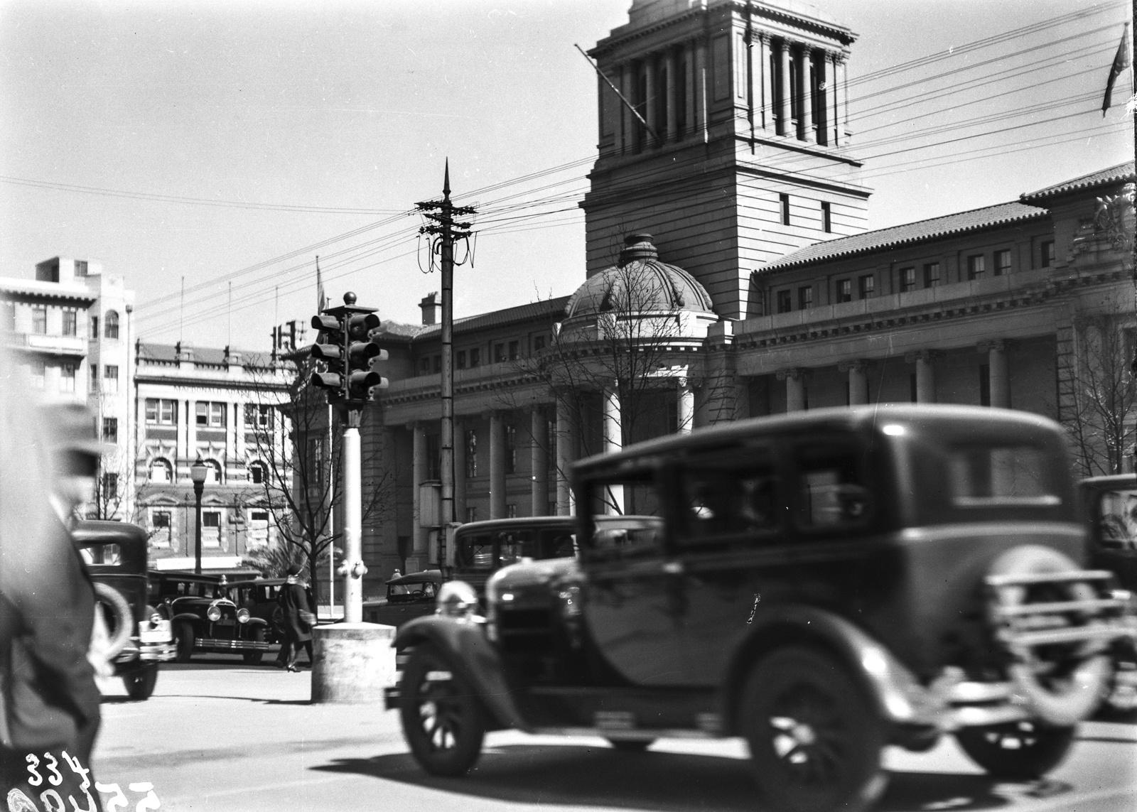 Южно-Африканский Союз. Йоханнесбург. Оживленная улица перед ратушей