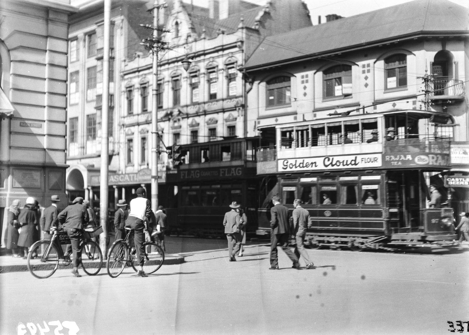 Южно-Африканский Союз. Йоханнесбург. Трамвай на оживленной улице.
