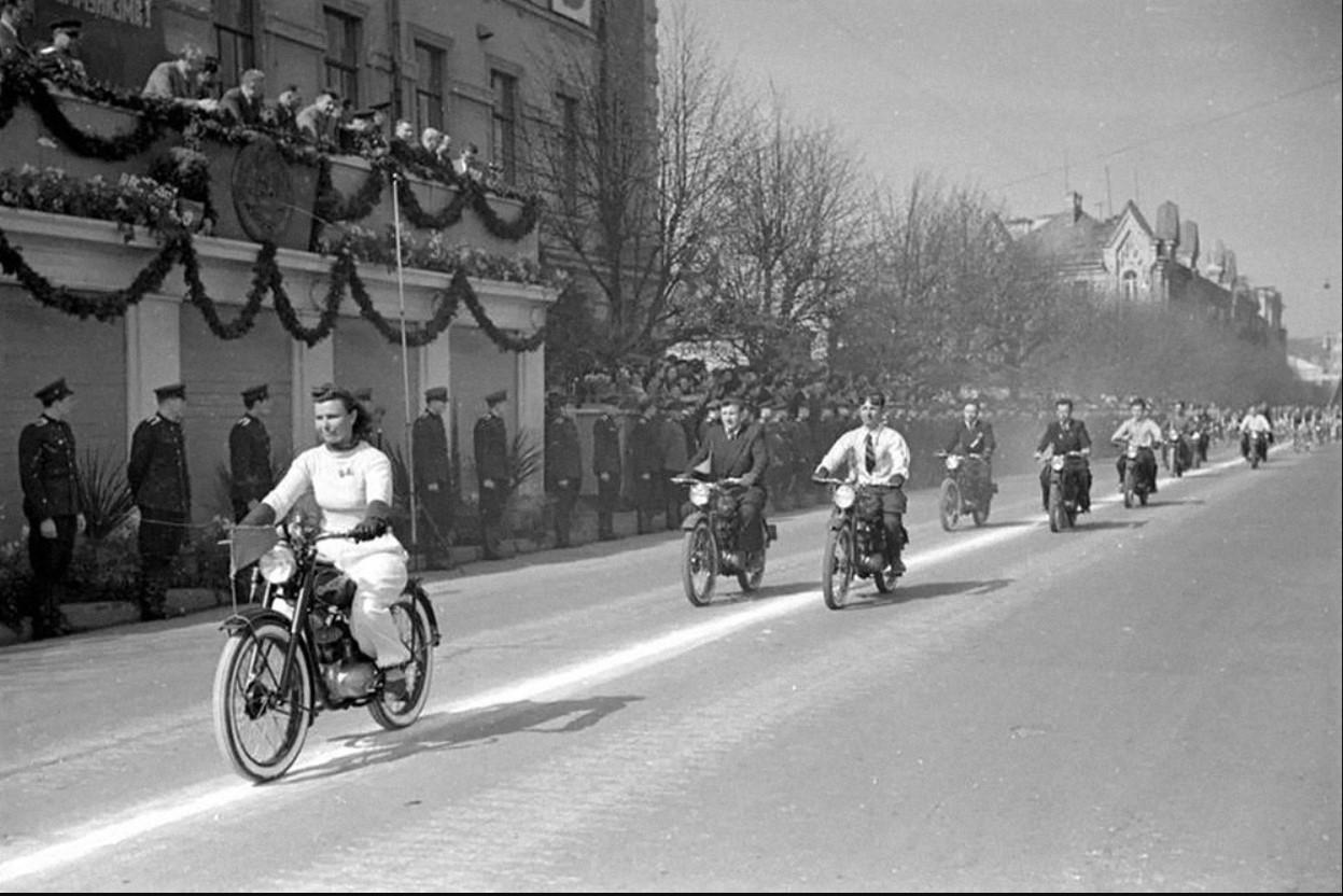 1952. Первомайская демонстрация в Вильнюсе.