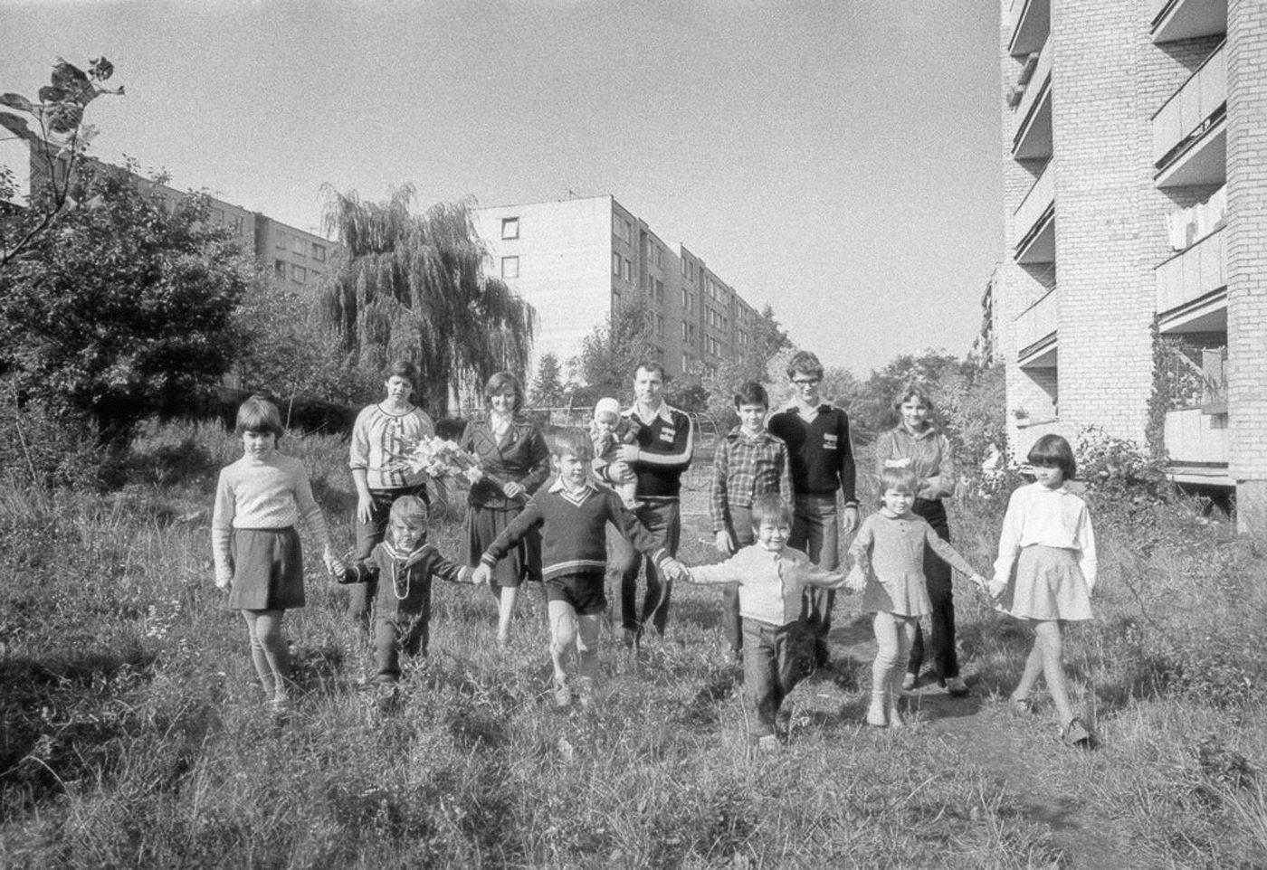 1982.Многодетная семья (11 детей) в новом микрорайоне Вильнюса