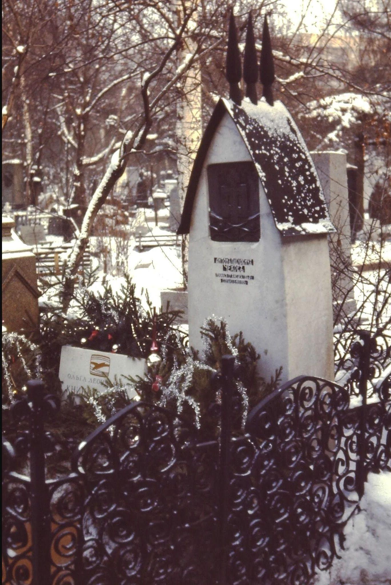 01. На Новодевичьем кладбище. Могила Чехова