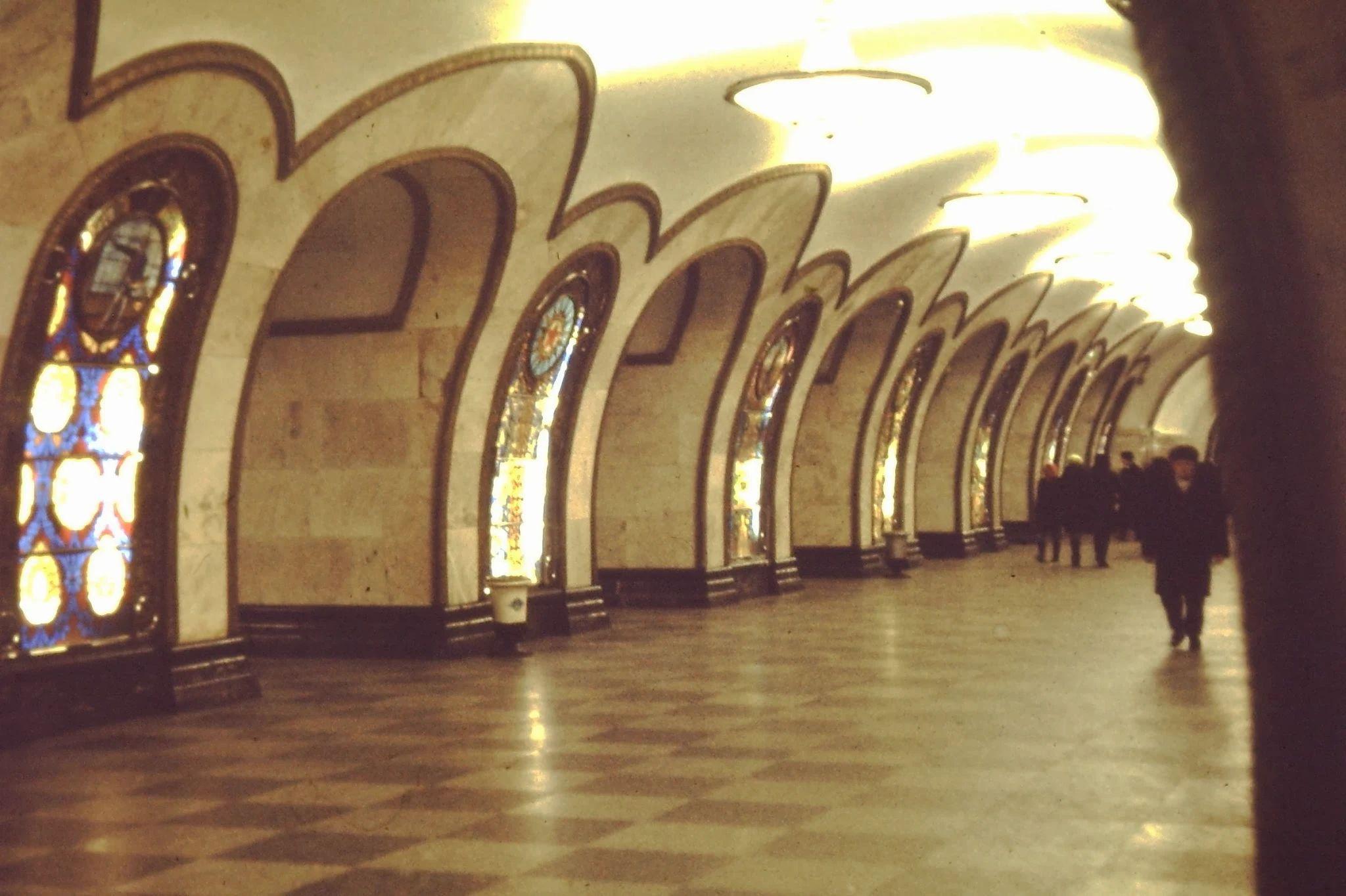 07. Станция метро. Витражное стекло