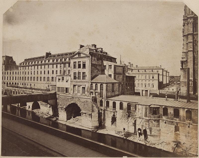 Здания старого Отель-Дьё де Пари, вид от берега до Пети-понт