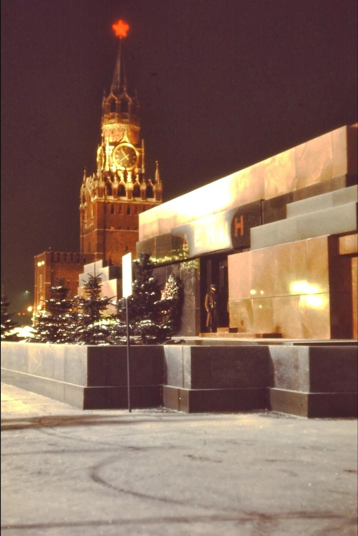 Мавзолей Ленина со Спасской башней