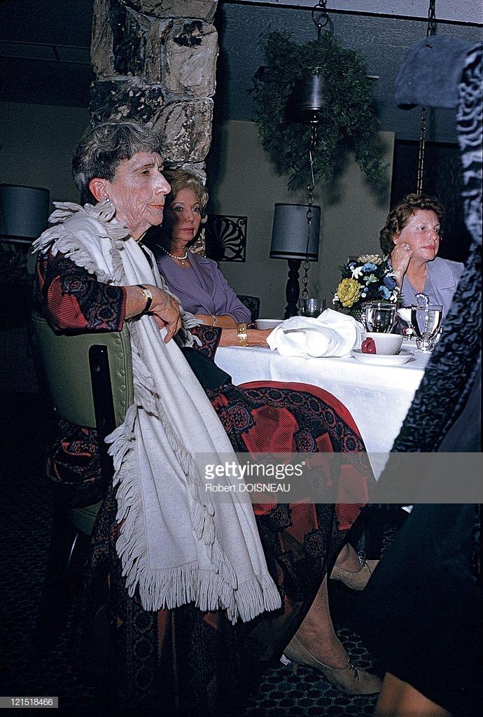 1960. Палм-Спрингс. Женщины за столом