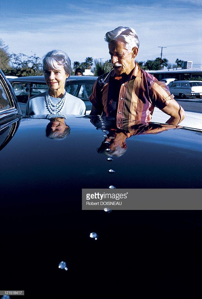 1960. Палм-Спрингс. Пара возле машины