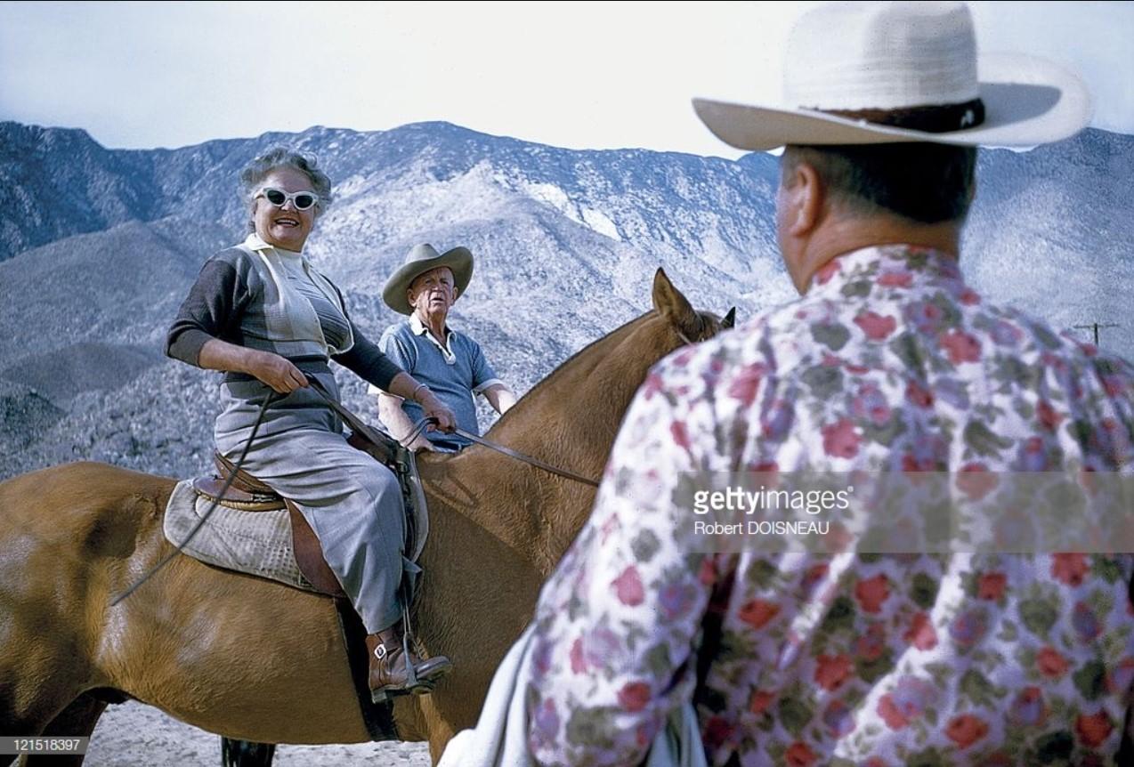 1960. Палм-Спрингс. Пожилая пара на лошадях