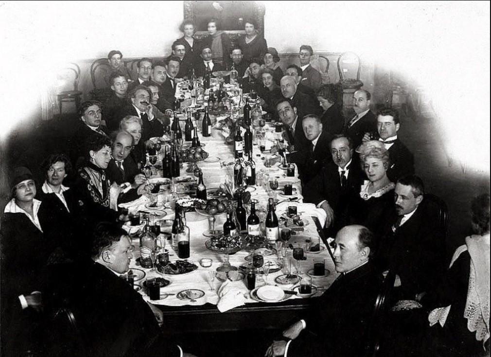 Встреча композитора А. Глазунова с Ф. Вейнгартнером в конференц-зале Консерватории