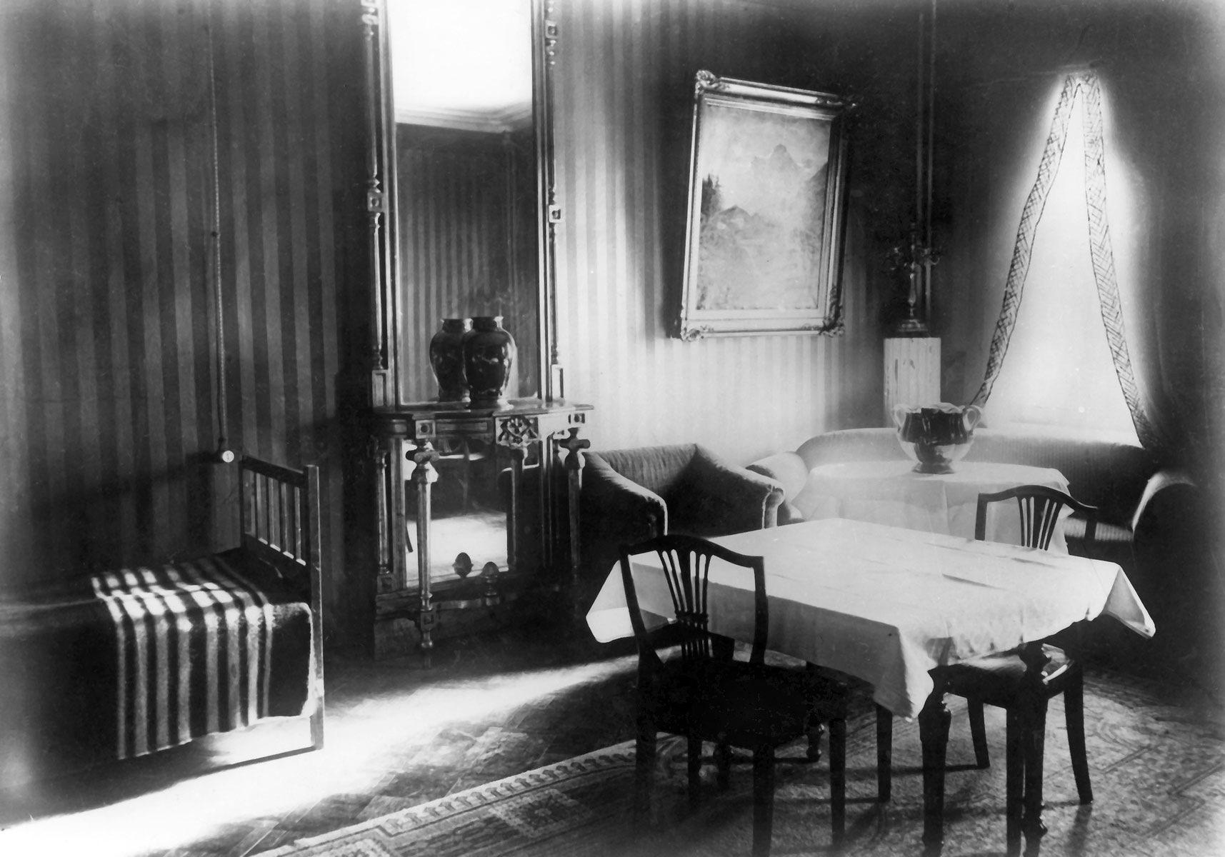 Фотография номера №5 гостиницы «Англетер», сделанные по просьбе С. А. Толстой в начале 1926 года