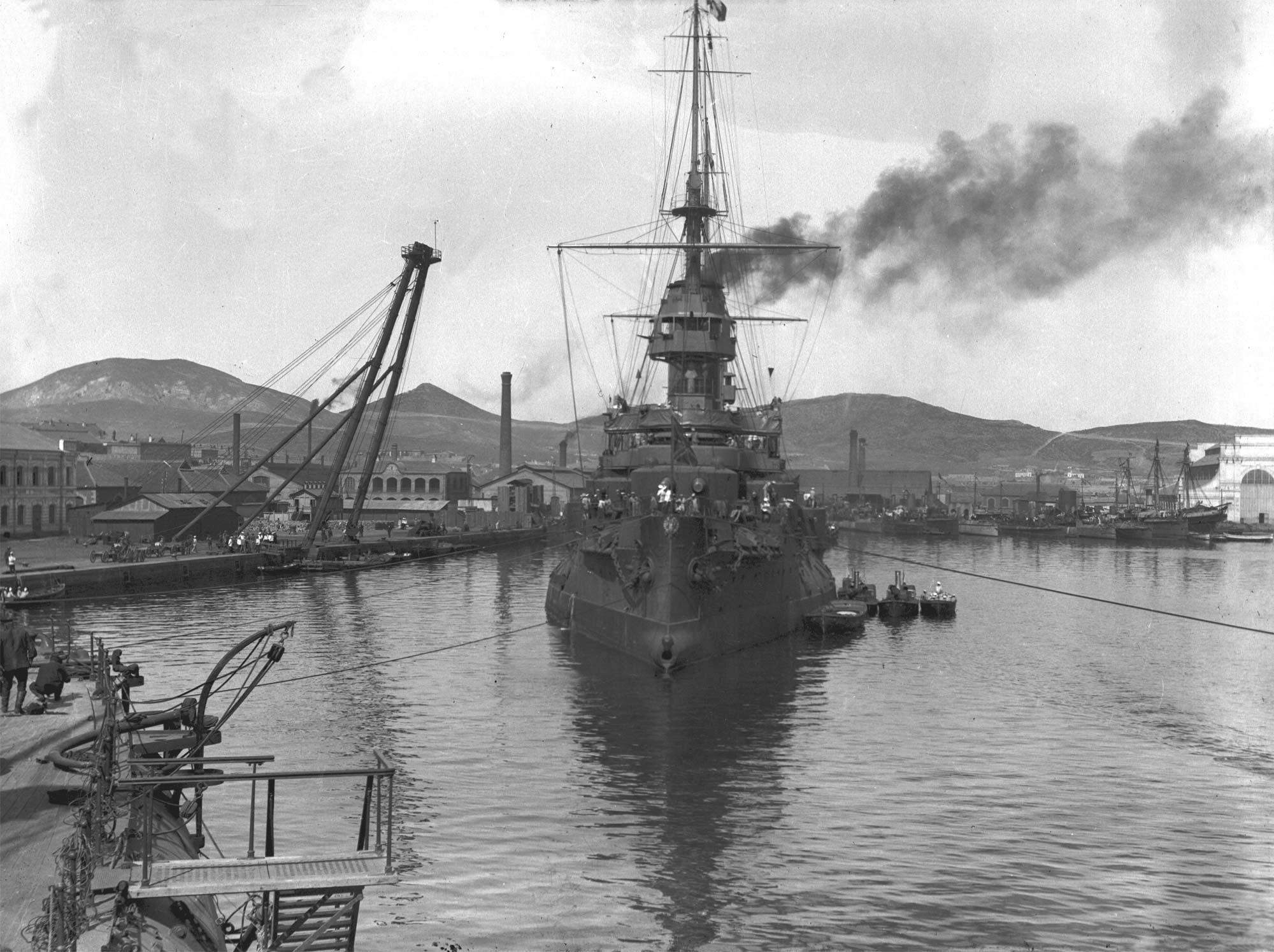 Эскадренный броненосец «Цесаревич» в Восточном бассейне Порт-Артура