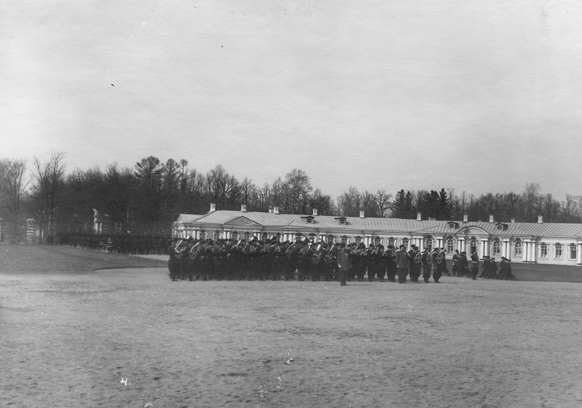 Сводный оркестр гвардии 2-го стрелкового Царскосельского батальона на параде. 7 апреля 1903