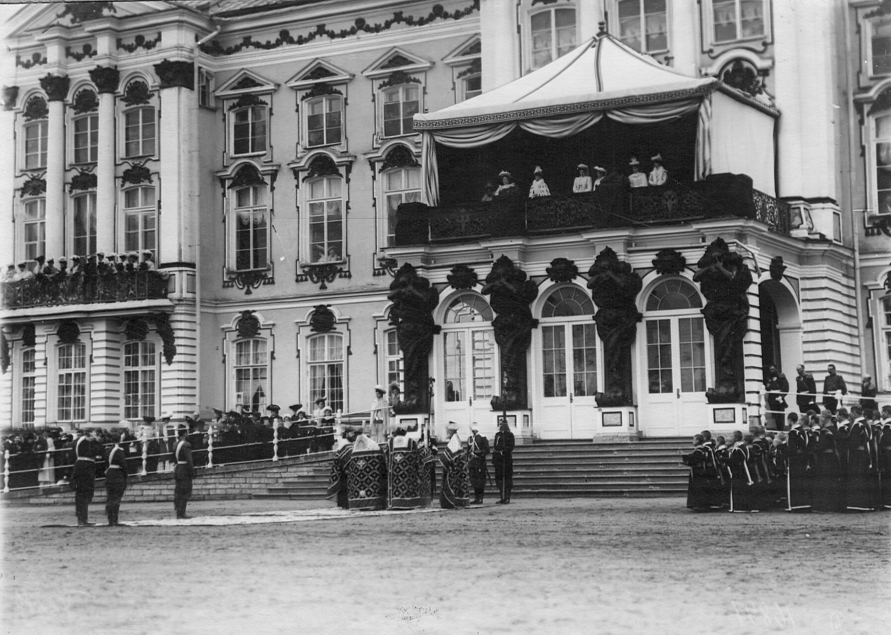 Богослужение перед парадом лейб-гвардии 1-го его Величества и 2-го Царскосельского стрелковых батальонов.17 апреля 1909