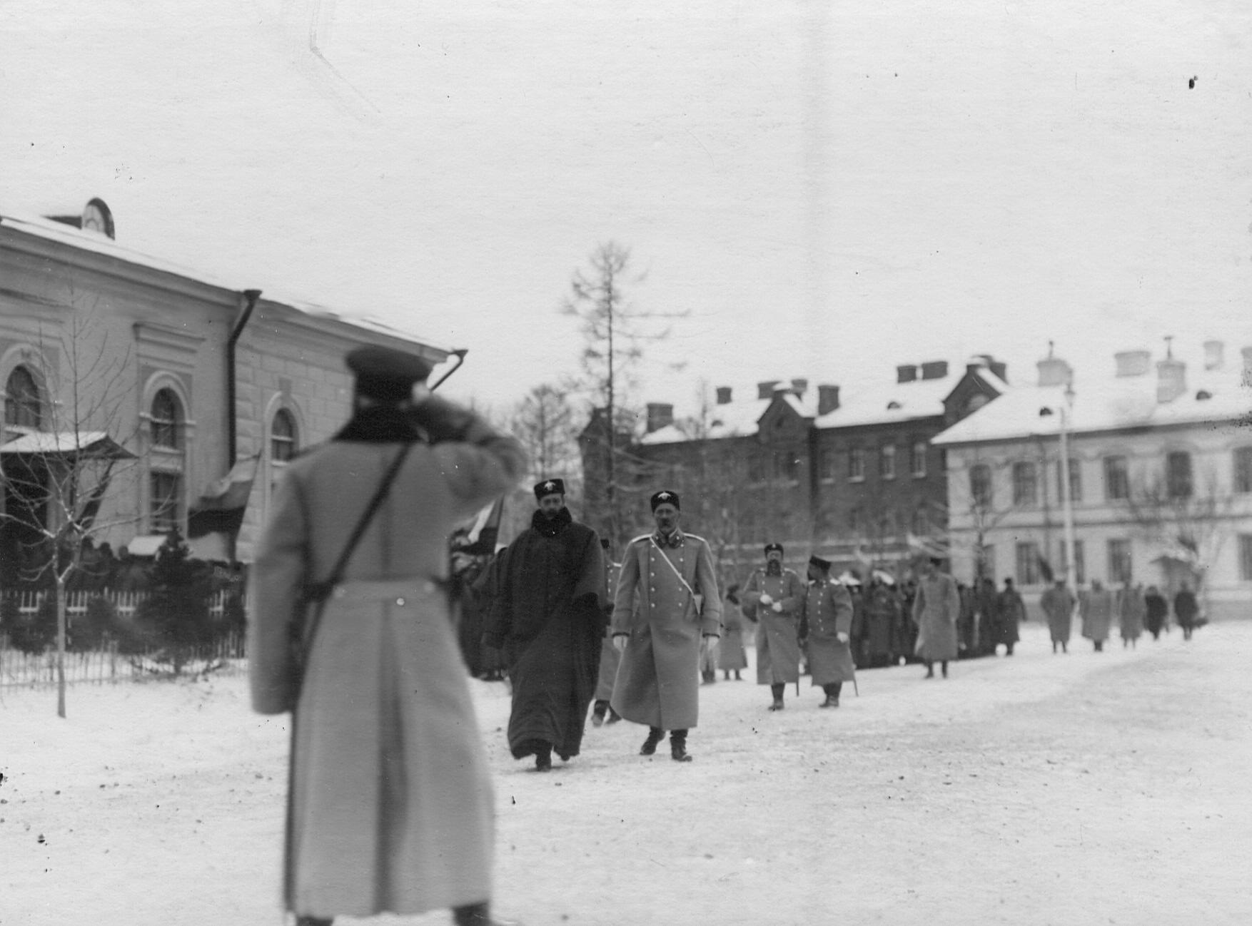Группа офицеров 2-го стрелкового Царскосельского батальона у казарм на Фуражной улице. До 1909