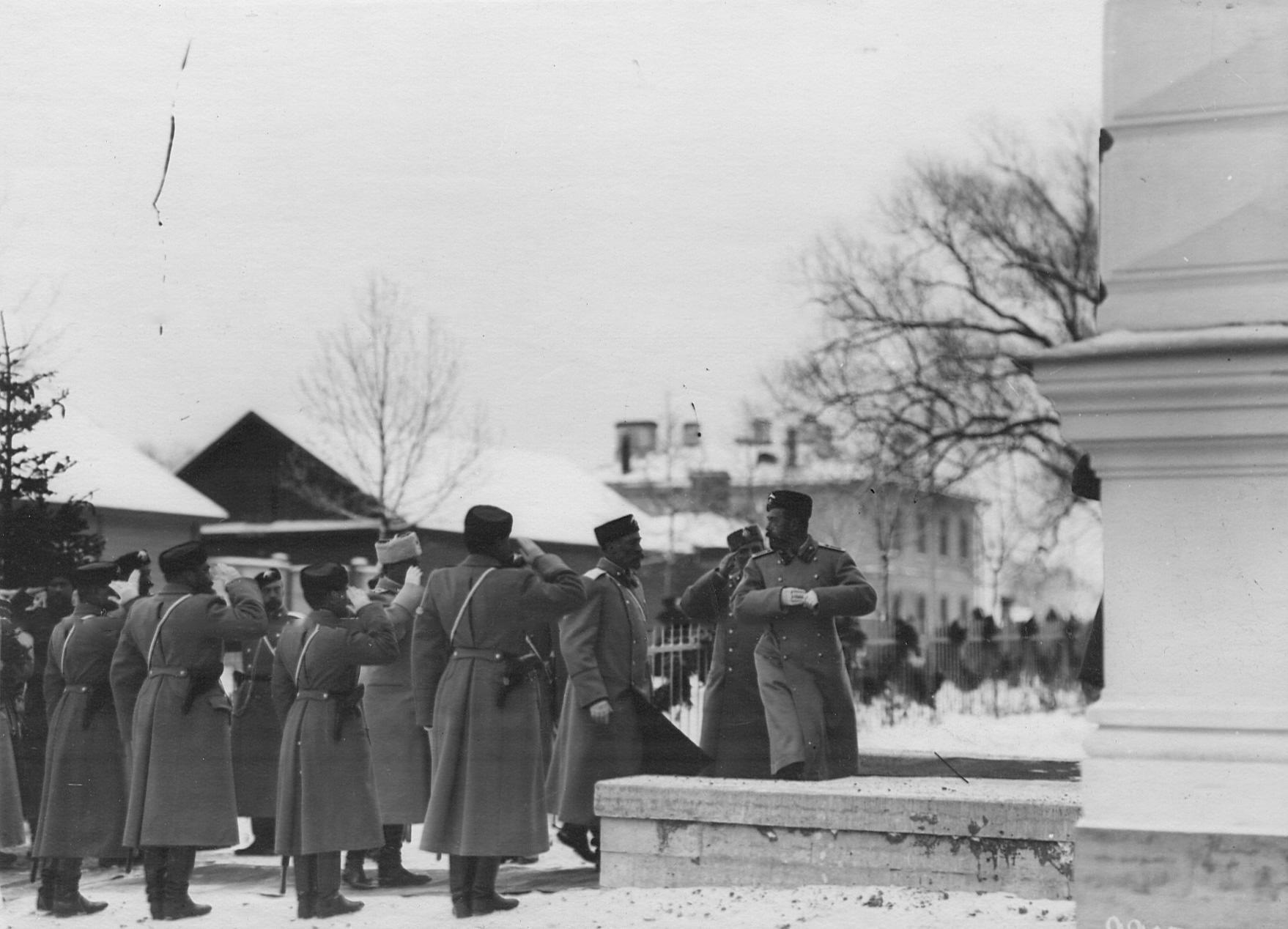 Император Николай II входит в офицерское собрание  2-го стрелкового Царскосельского батальона. До 1909