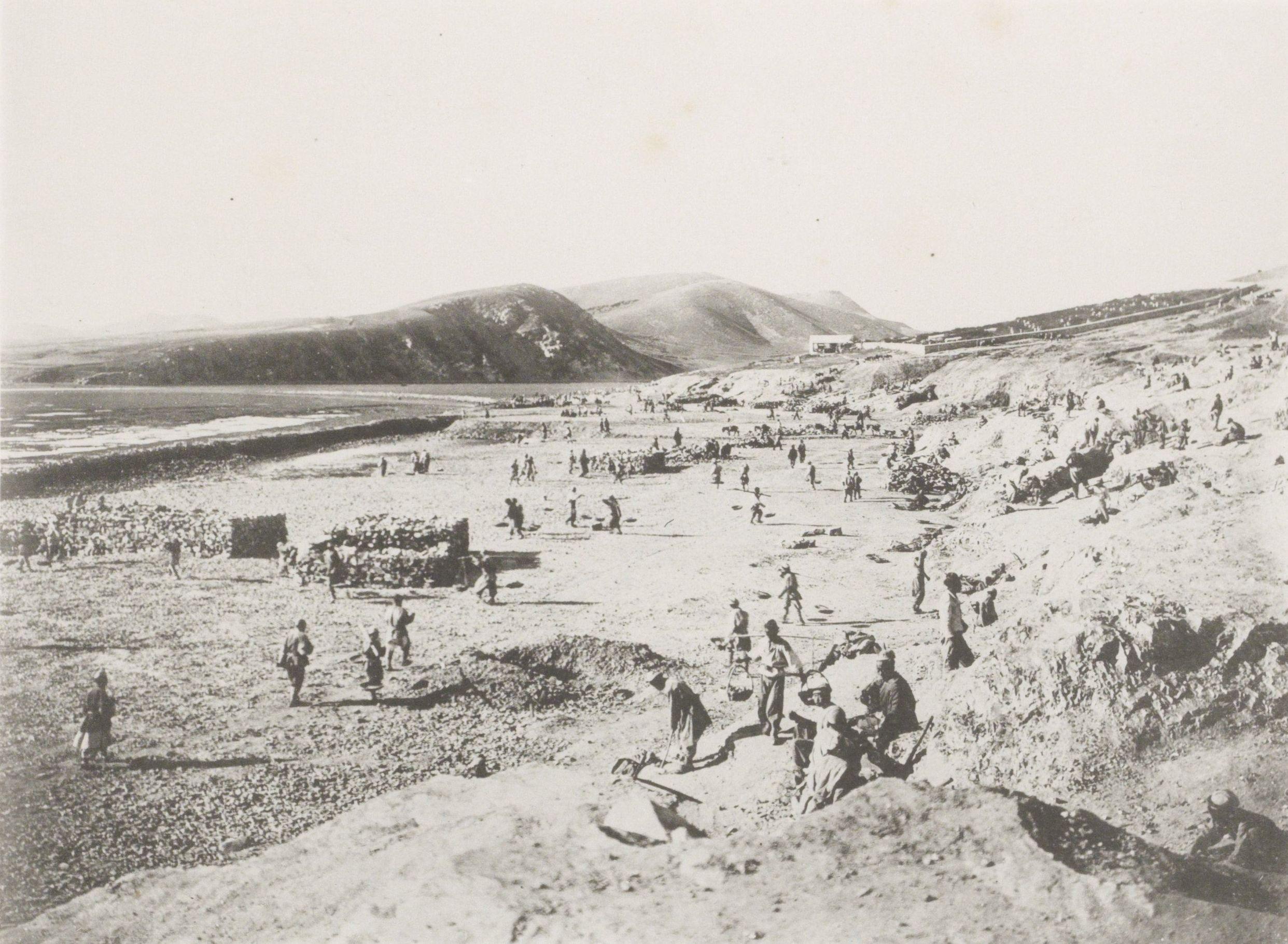 Рабочие за строительством участка Восточно-Китайской железной дороги