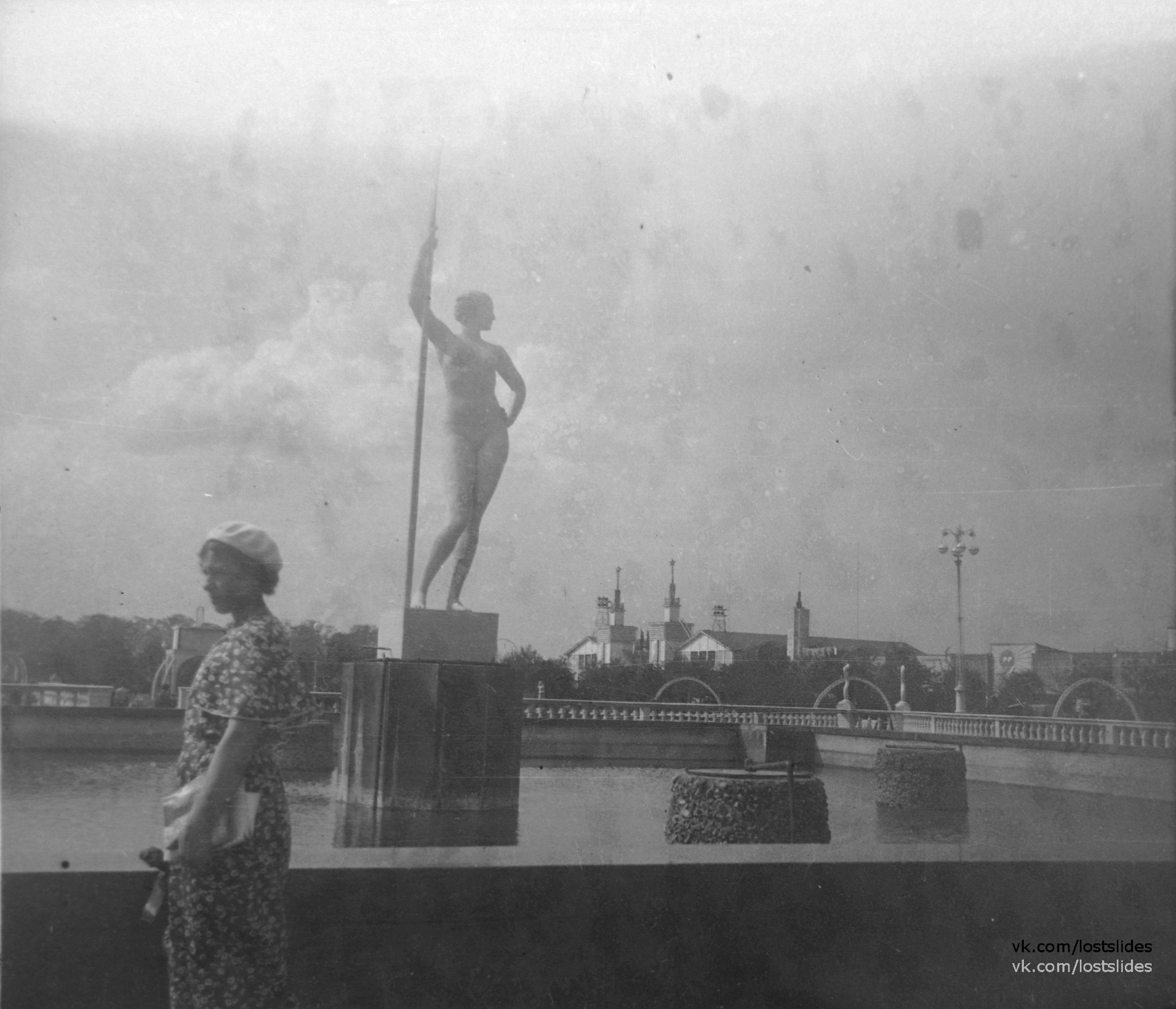1937. В парке Горького