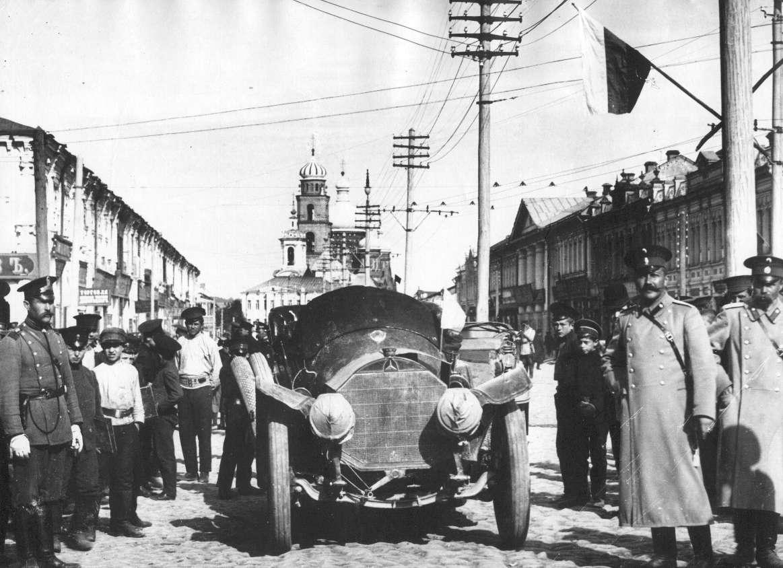 Первый автомобиль в городе