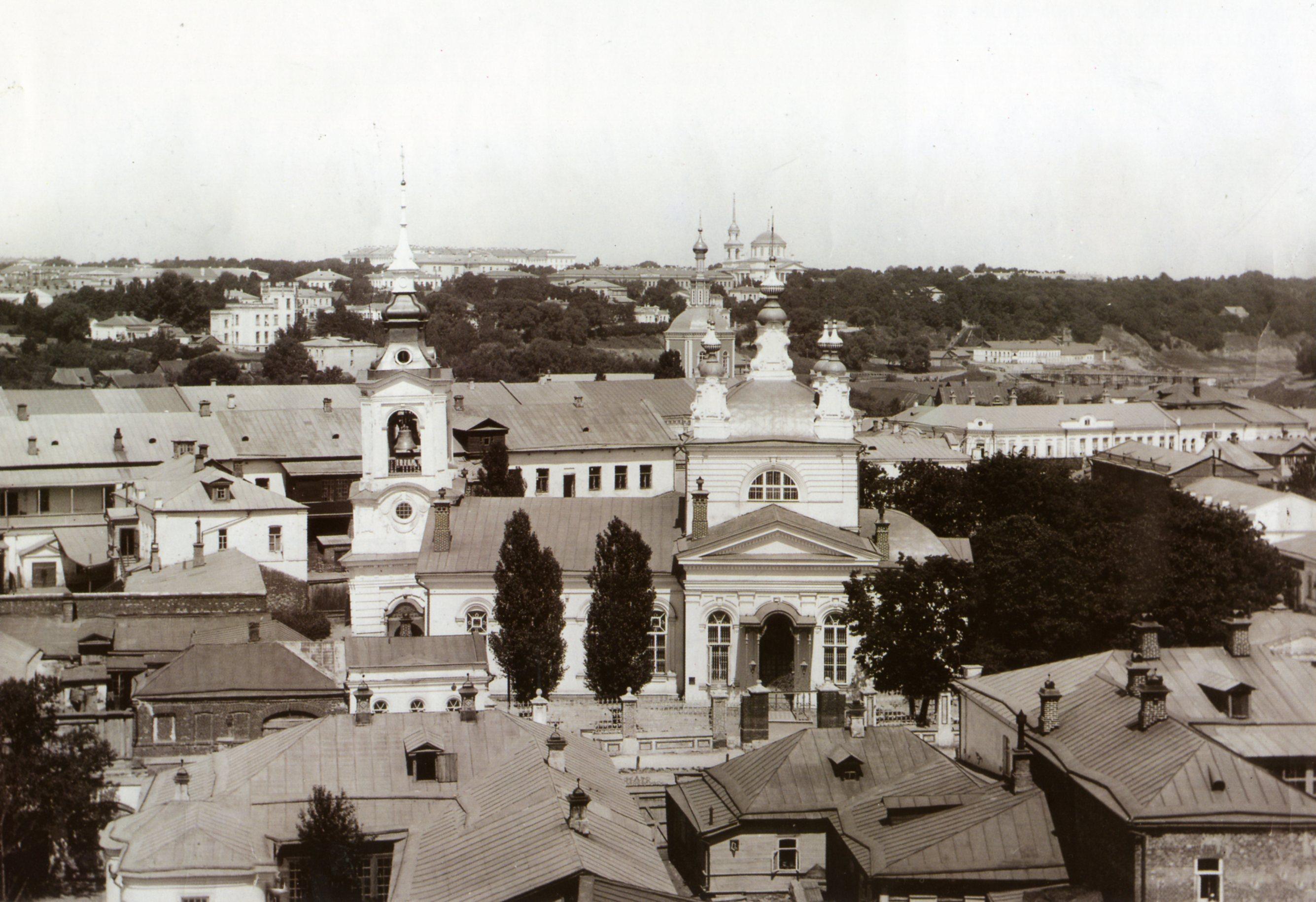 Вид с Воскресенского храма в сторону Горсада