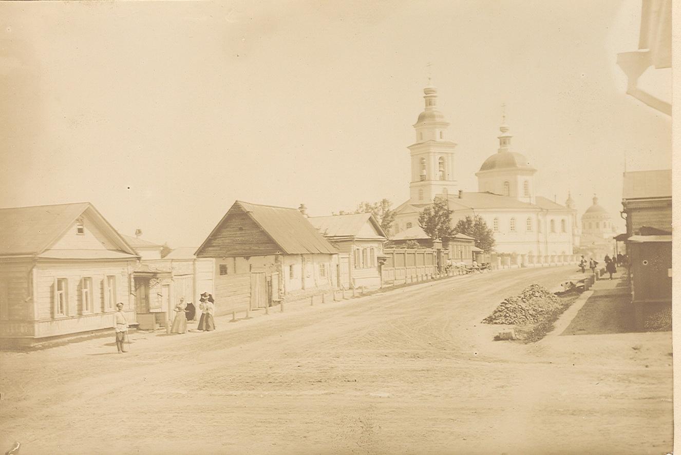 Перекресток улицы Васильевской и 3-й Посадской. Церковь Василия Великого