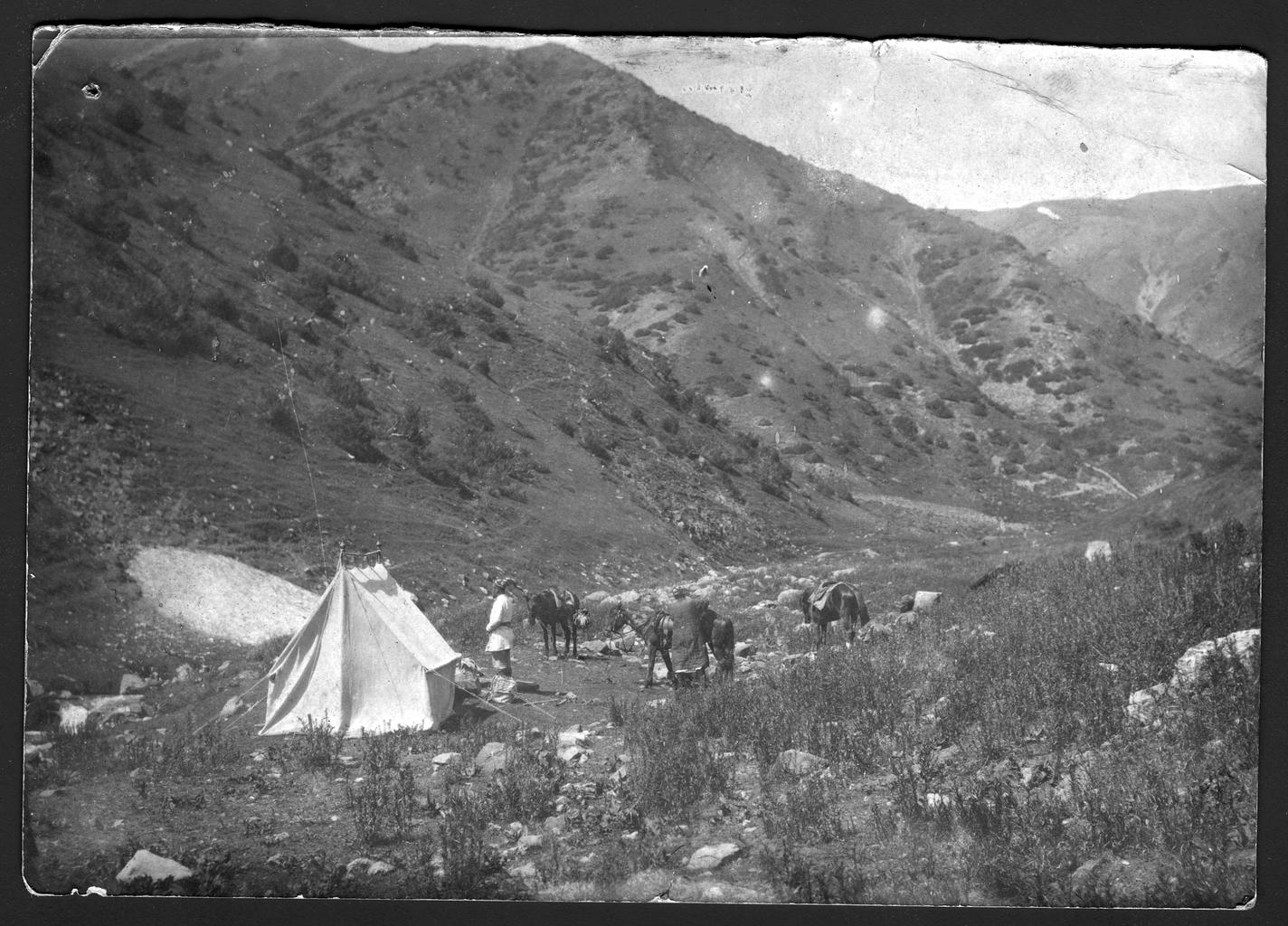 Участники экспедиции по Уралу во время отдыха