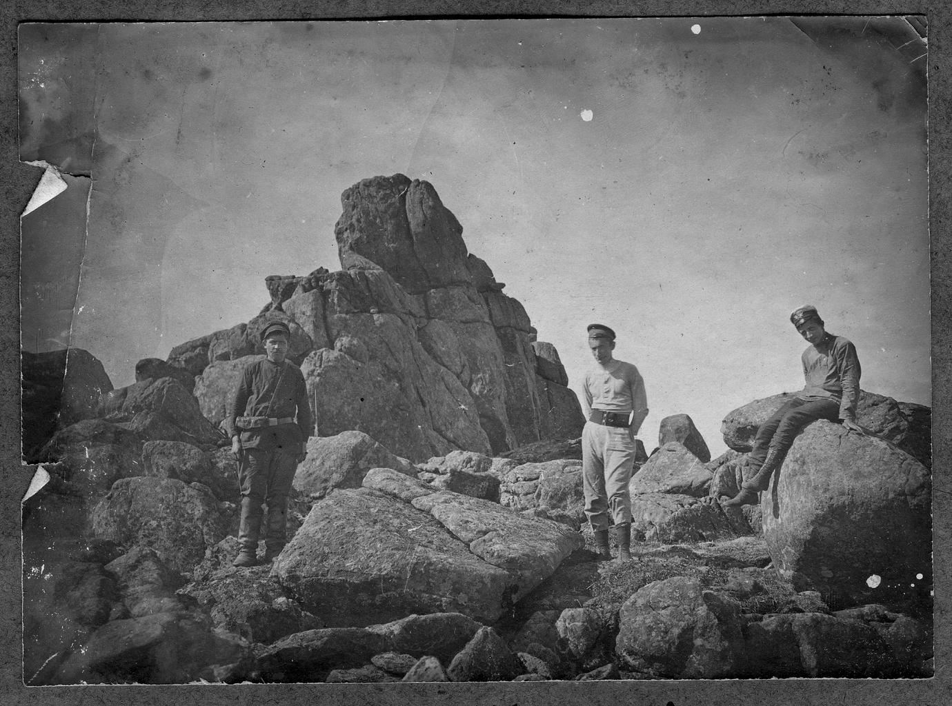 Участники экспедиции на горе Тылай