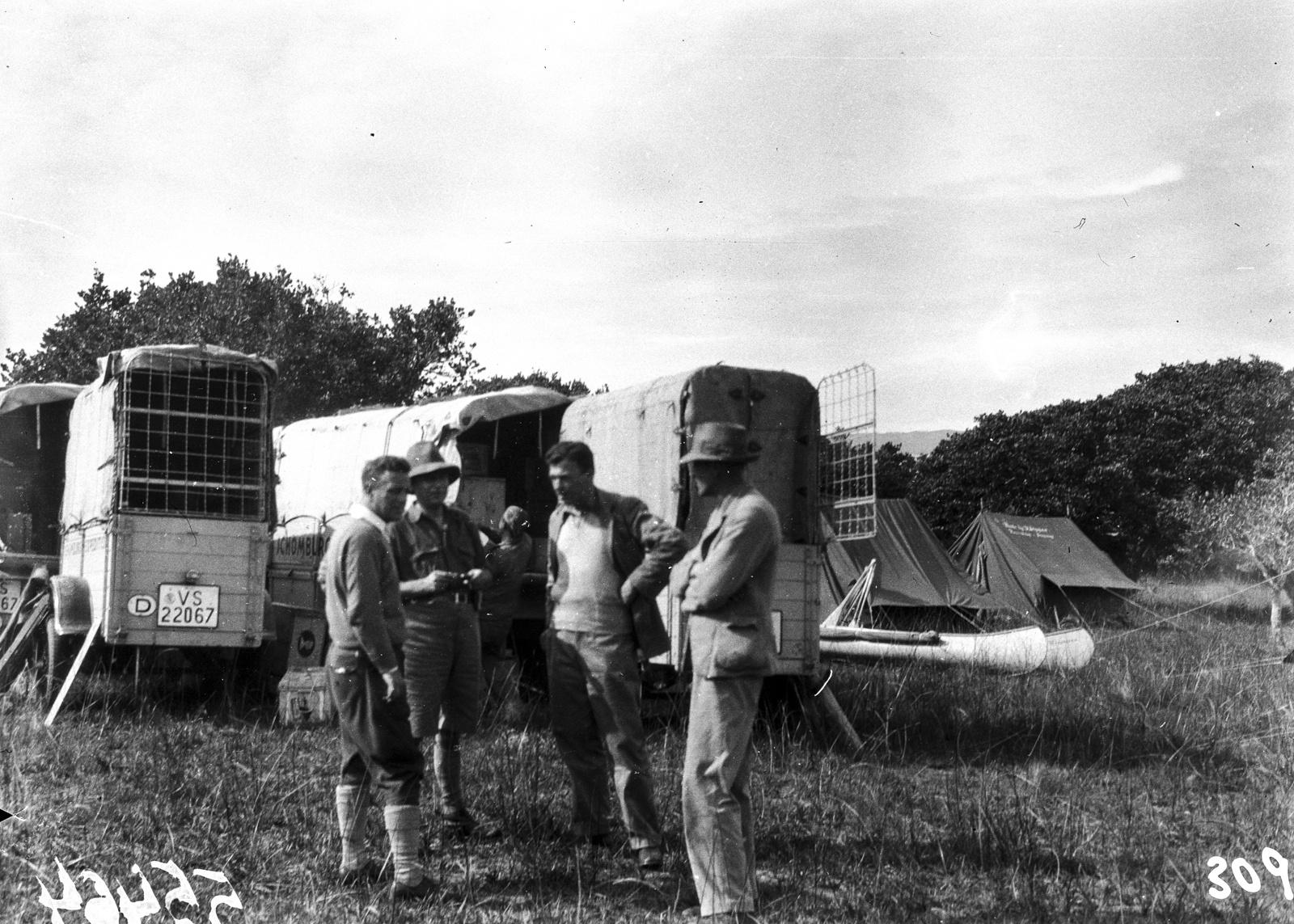 Южно-Африканский Союз. Квазулу-Наталь. Участники экспедиции в лагере