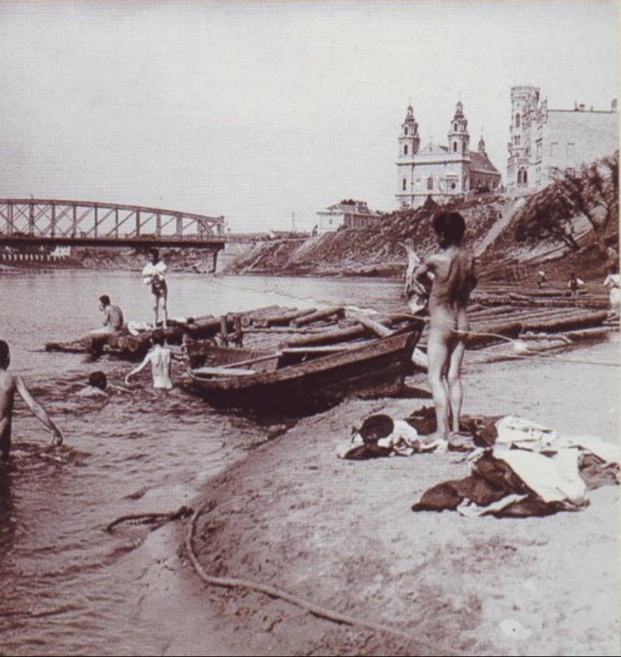 Нудистский пляж на реке Нерис у Зеленого моста. 1900-е