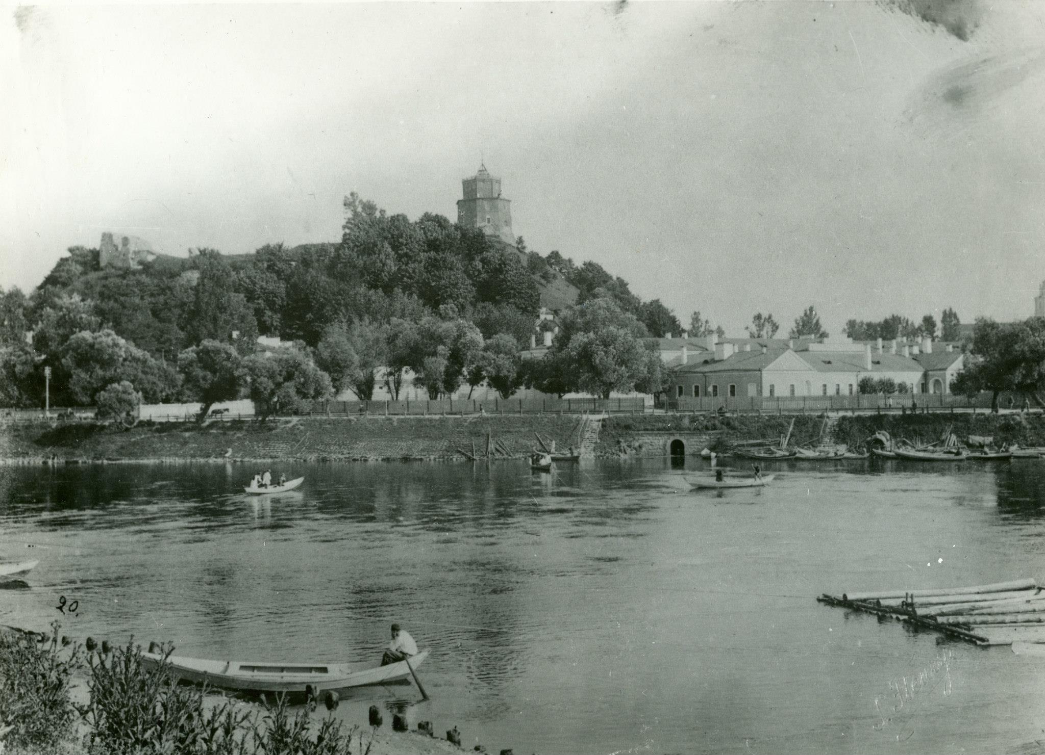 Замковая гора с правого холма Нериса, 1896