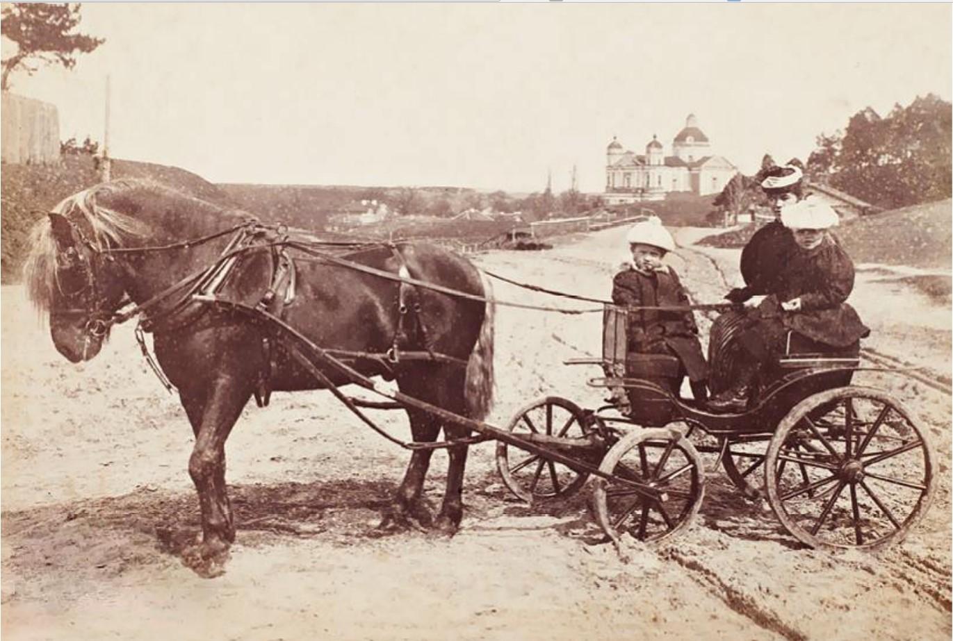 На прогулке. 1896