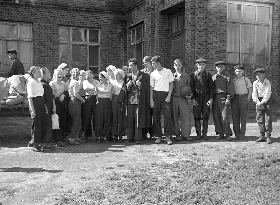 1950-е. Школьники в походе